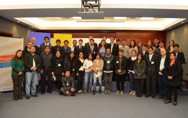 Foto grupal de los participantes del Emprende UP Social Weekend 2012. Dale click y podrás ver más fotos.