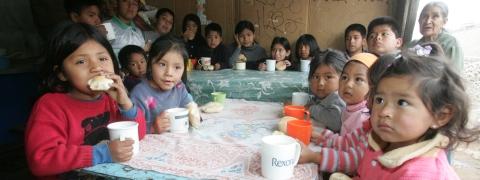 Programa Vaso de leche Fuente: http://peru21.pe/noticia/423796/programa-vaso-leche-total-coladera